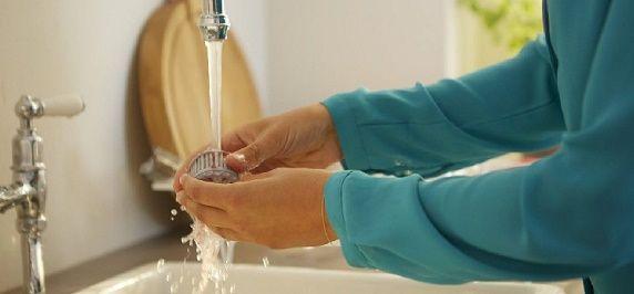 lavar en el grifo